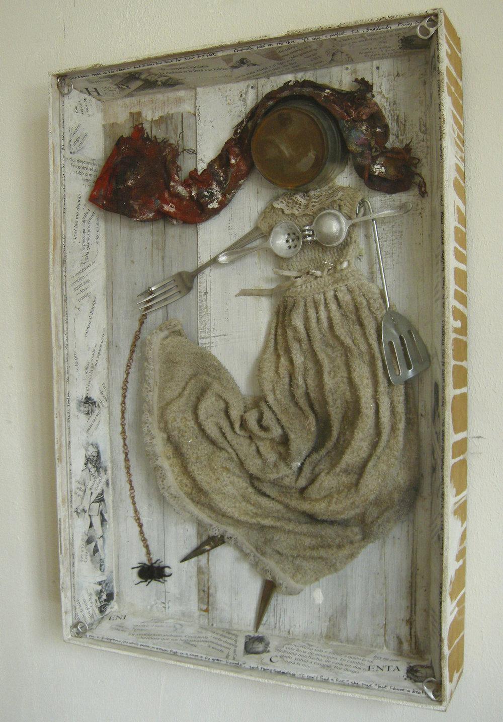 CINDERELLA Assemblage |41 x 61 cm | 2010