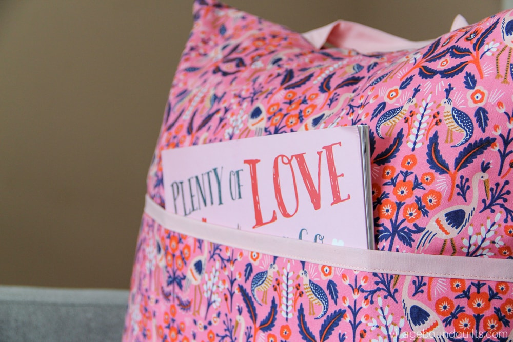 Free Tutorial - DIY Reading Pillow | villageboundquilts.com