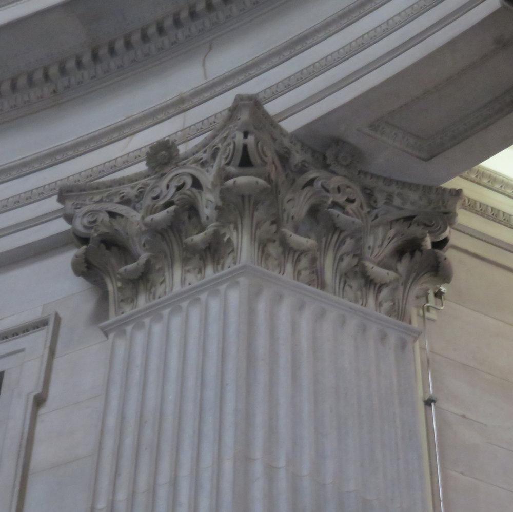 columnatfederalhall.JPG