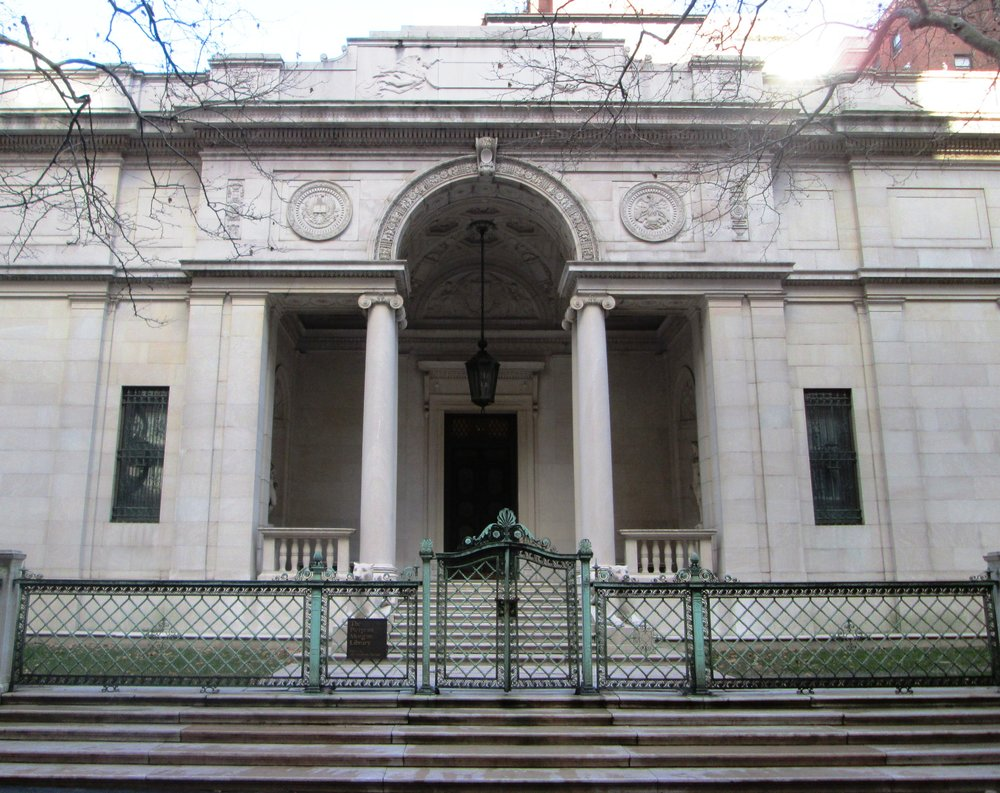 Morgan_Library_McKim_Building_entrance.jpg