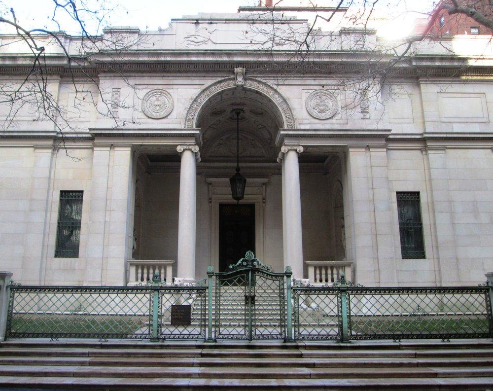 Morgan_Library_McKim_Building_entrance.jpg