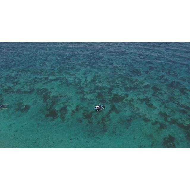 Let the sea set you free! 🌊 Nature at it's finest in a bird's eye view. 😊 Summer is coming soon! Can you feel the heat?! 🔥 . . . . . .🎬: @coocoofilmproductions . . .#bali #travel #instatravel #travelgram #tourism #instago #wanderlust #traveldeeper #trip #traveltheworld #igtravel #getaway #travelblog #instago #travelpics #tourist #wanderer #travelphoto #visiting #travelphotography #beauty #amazing #arountheworld #tourist #instago #worldcaptures #worldplaces #beautiful #photography