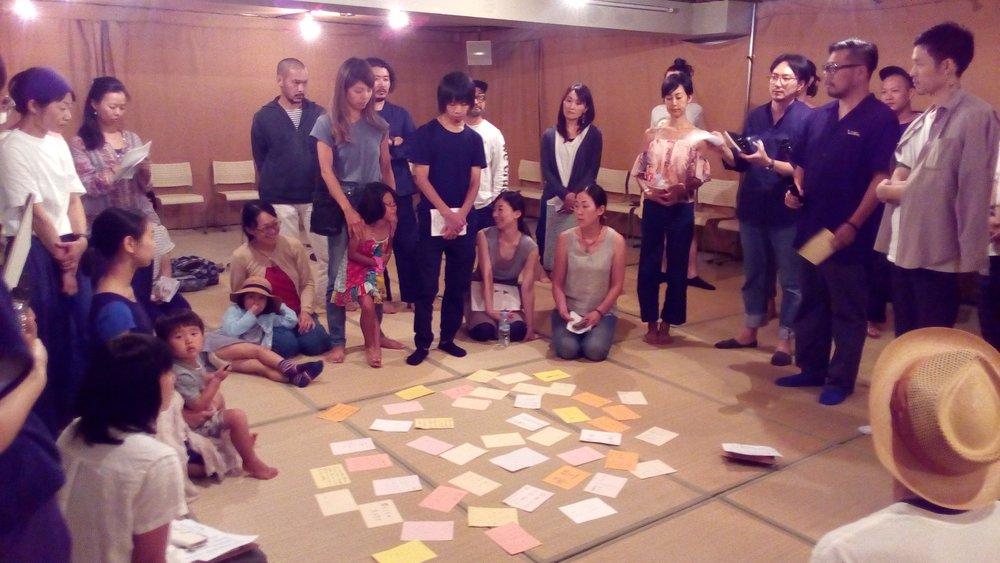 2017年夏、京都で行なわれたワークショップの様子。50名ほどが参加し、それぞれが平和の芽を心に植える、熱い場となりました。