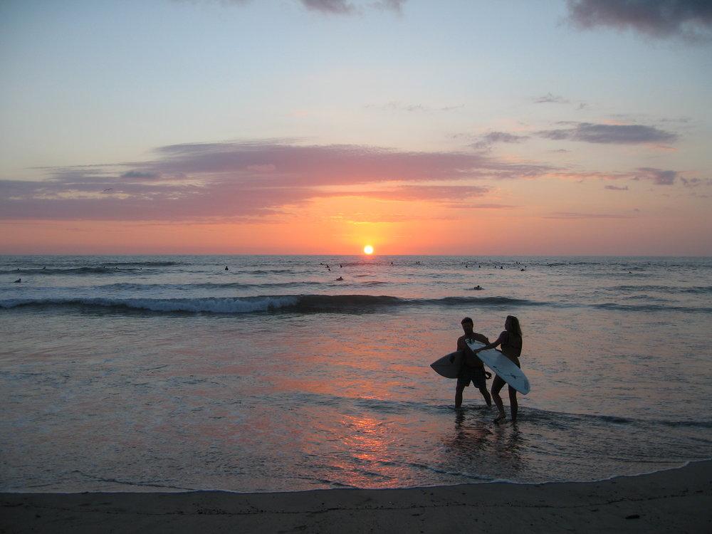 太平洋に沈むサンセット。体の芯から自分と自然にくつろぐ時間を堪能しにいらしてください。