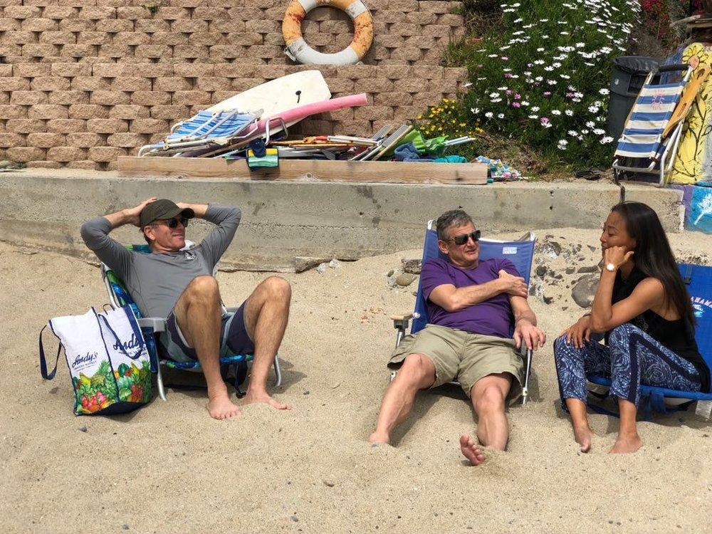 Lagunaビーチで、現地の友人たちと、のんびりキャッチアップ中。