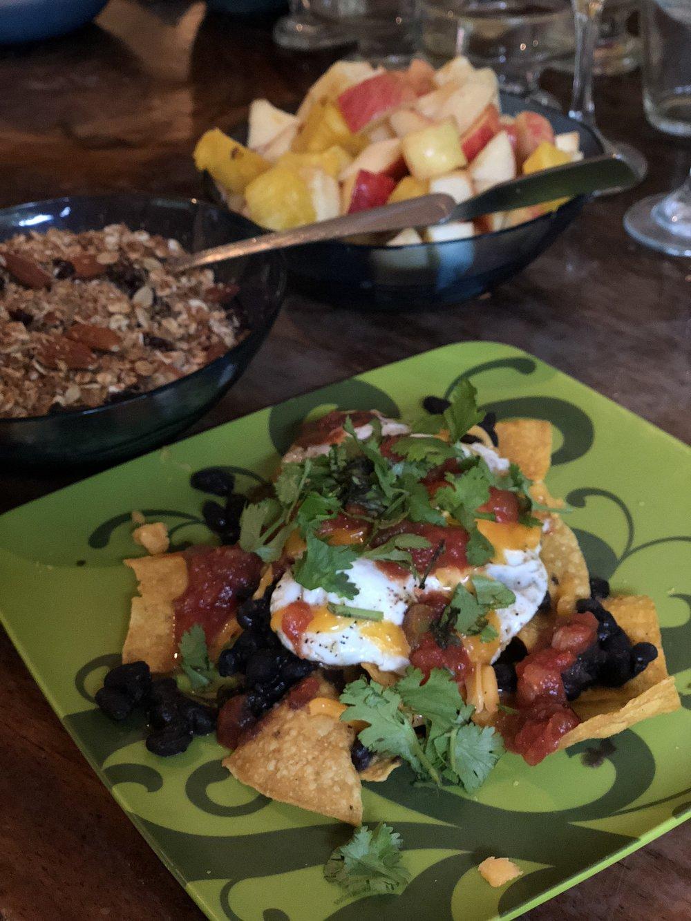 アメリカ南部からコスタリカに移り住んできたチャキチャキLindaの三食お手製の食事も最高でした〜。地元産のオーガニックの食材をふんだんに使った、(ほぼ)ヴィーガンに近い料理が、食欲と美欲を一週間、満たし、私たちのウェル・ビーイングをサポートてくれました。サポートして下さったノサラのみなさん、いつもありがとう!