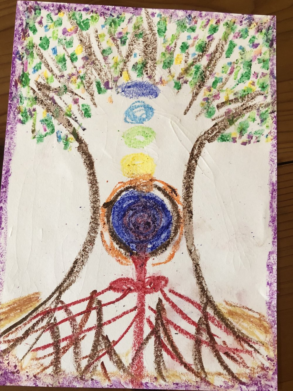 「自分が木になった!」という体験をされた方の絵。子宮のあたりに、地球もあって、血(生命エネルギー)が出ていて、それが栄養になって根っこが生えている。この方は、もう閉経したと思っていたら、突然、生理がまたやってきたんだと!「もうこの次元の世界には帰ってきたくなかった」と言っていた人もいたなぁー。