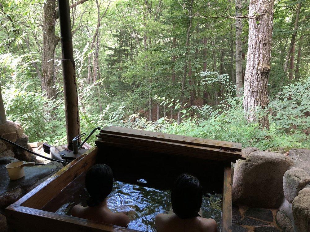 このワイルドなお風呂が、もうううう!!!短い入浴時間だったけど、「あぁ〜日本に帰ってきて、最高の仲間たちと、最高の場所で、最高のワークをできてるって、幸せだなぁ」と、ものすごく濃く豊かな時間だったなぁ。
