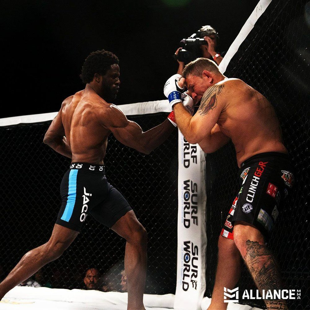 Smith Amisial def Tracy O'Brien via TKO in the 1st round.
