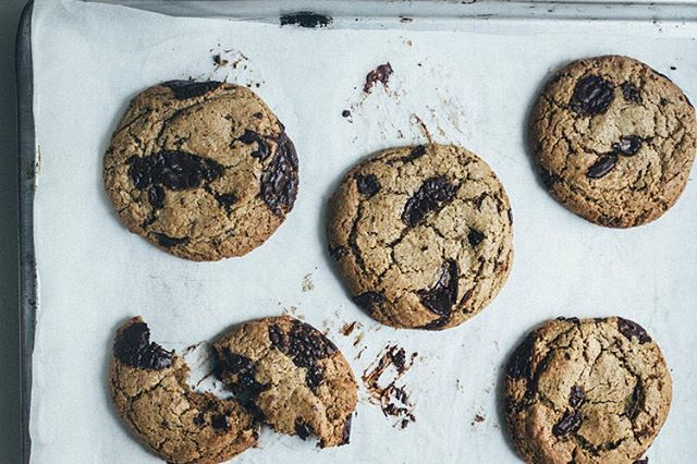 Tahini chocolate chip cookies with coconut oil and spelt flour 👊💯