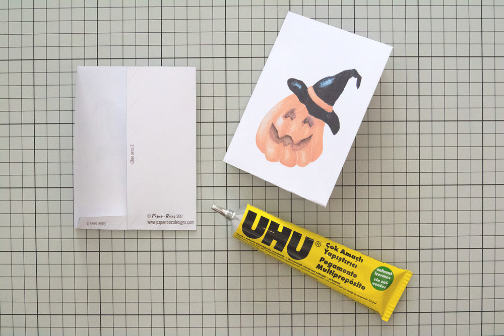 Paper-Roses | Printables | Free Halloween party bag | Gluing the template 1