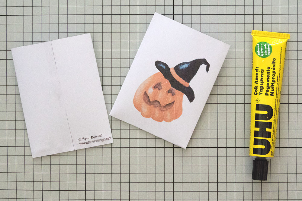 Paper-Roses | Printables | Free Halloween party bag | Gluing the template 2