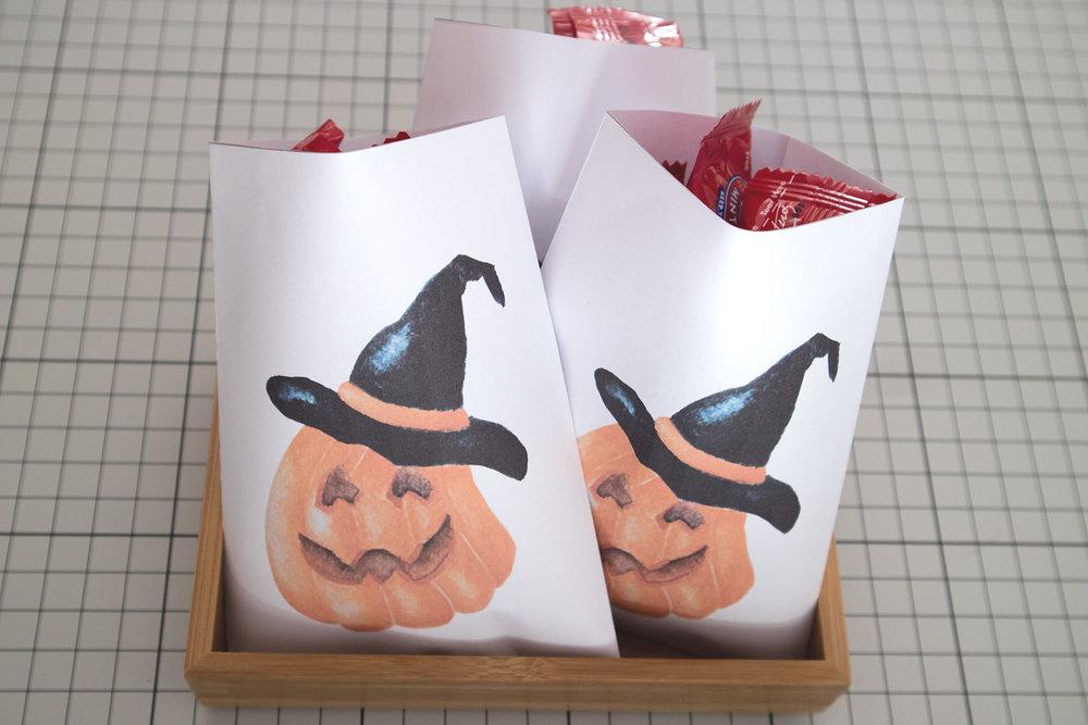 Paper-Roses | Printables | Free Halloween part bag | Finished bag