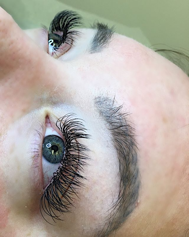 Please be advised that if you get your #lashes done, make sure that your #lash tech truly #cares about the #integrity of your natural #lashes.  If you feel any type of discomfort or pain have them removed ASAP!  Here is an example of a client who came in and she was completely oblivious to how improper her previous #lash application was and how it has damaged some of her own. 💔🤦🏻‍♀️ Scroll right for before and after images.