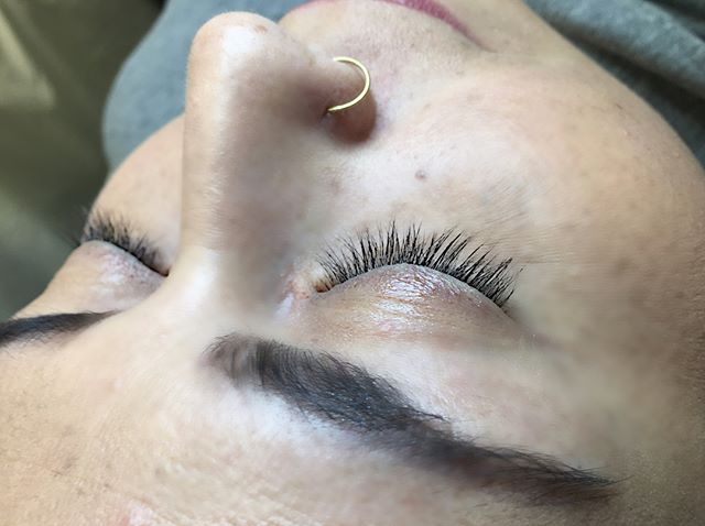 Swipe 👈🏼 left.  And....the only #drama that we need are #lashes!!! #lashes on @soulroams #classicmixvolumes using @lashesalamode_seattle #Dcurls #lashextensions and #lashglue ❤️