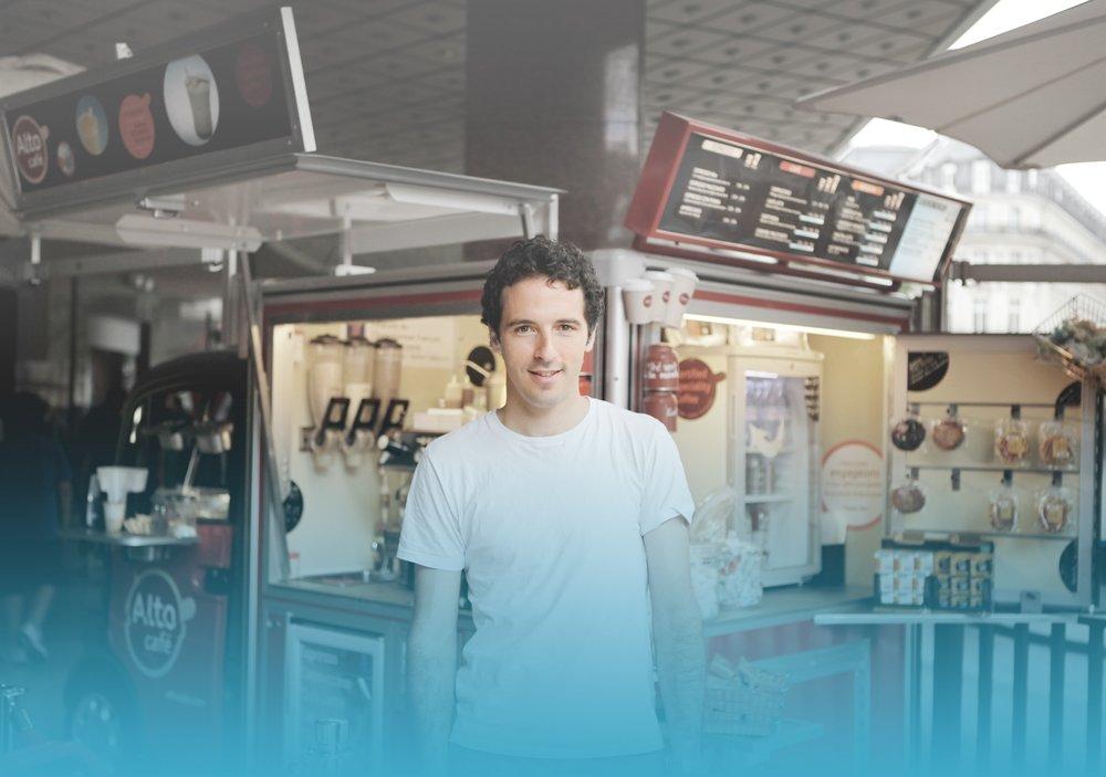 Copy of « Alto Café était à la recherche d'une solution POS qui lui ressemble : légère, compacte et innovante. iKentoo a répondu à nos attentes : un outil puissant, adapté à nos formats mobiles. »
