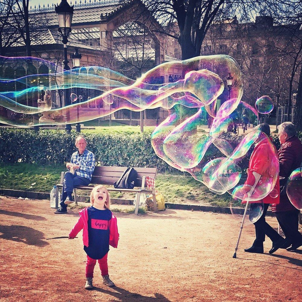 Happiness + bubbles in the Parc del la Cuitadella