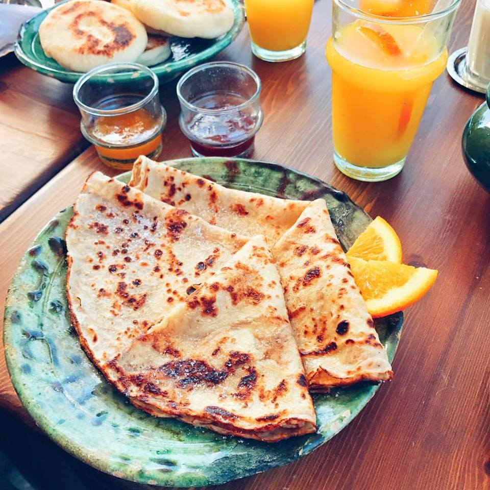 Such a tasty breakfast made even better by cool Moroccan plates