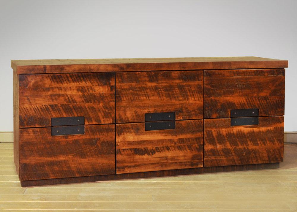 Arthur Phillipe dresser