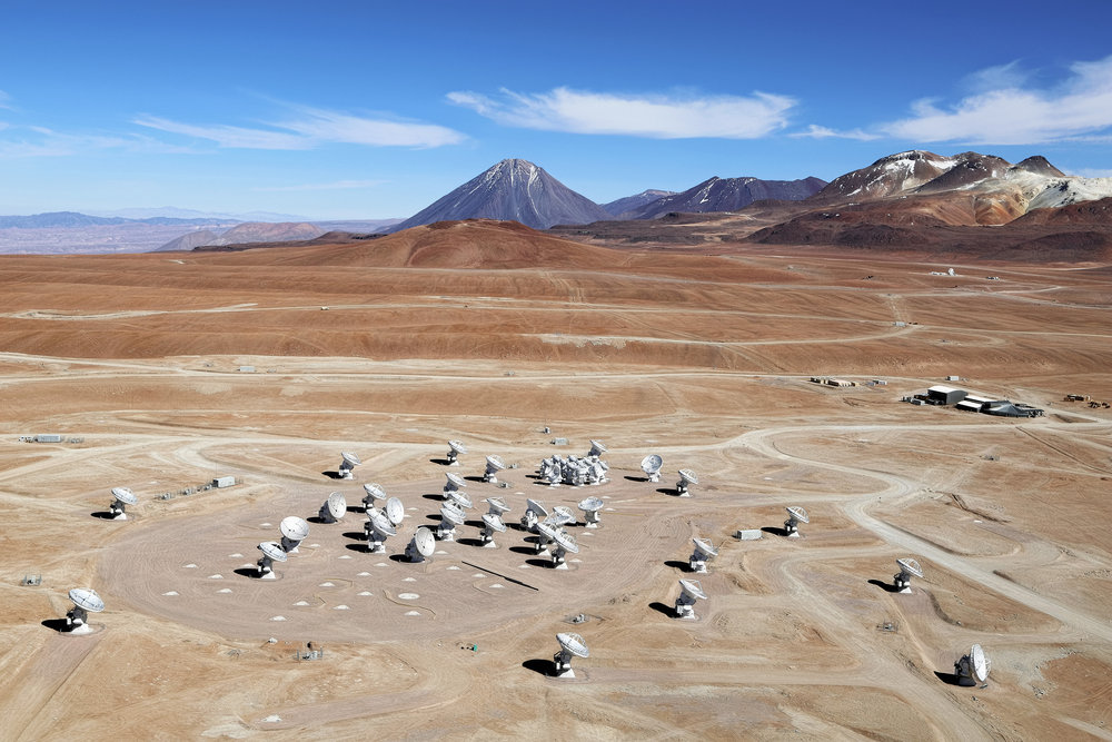 Figure 2: ALMA antennas at 5000 m above sea level. Photo credit: Clem & Adri Bacri-Normier /ESO.