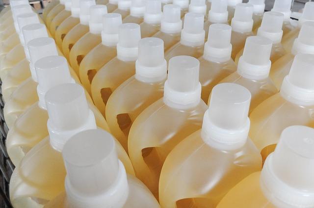 bottles-1453997_640.jpg