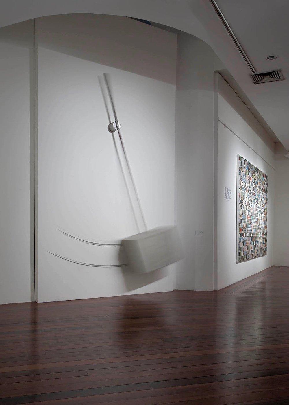 exposição Espelho Refletido, Surrealismo e a Arte Contemporânea Brasileira, Centro Municipal de Artes Hélio Oiticica, RJ, 2012_.jpg