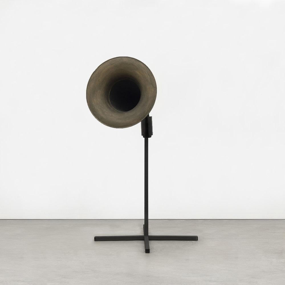 Garganta,  2017  voz, caixa de som e campana  119 x 40 x 93 cm