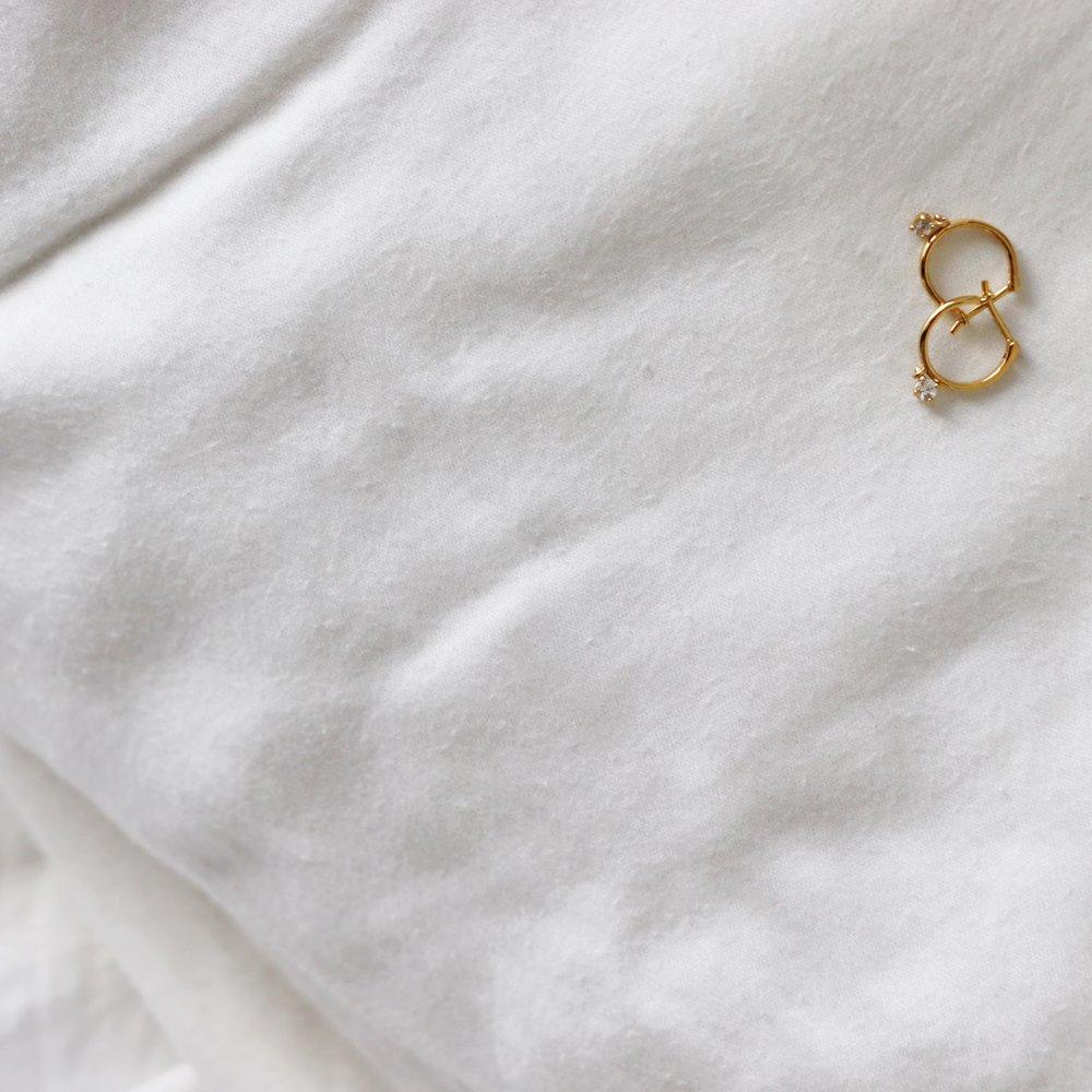 Golden Dichotomies Mejuri Cady Quotidienne Dainty Earrings.jpg