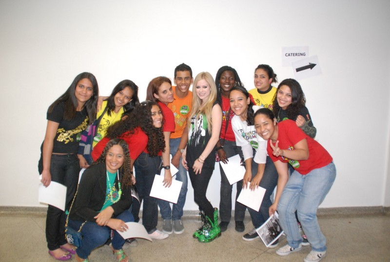 Meet and greet with meninos the avril lavigne foundation sao paoloeg m4hsunfo