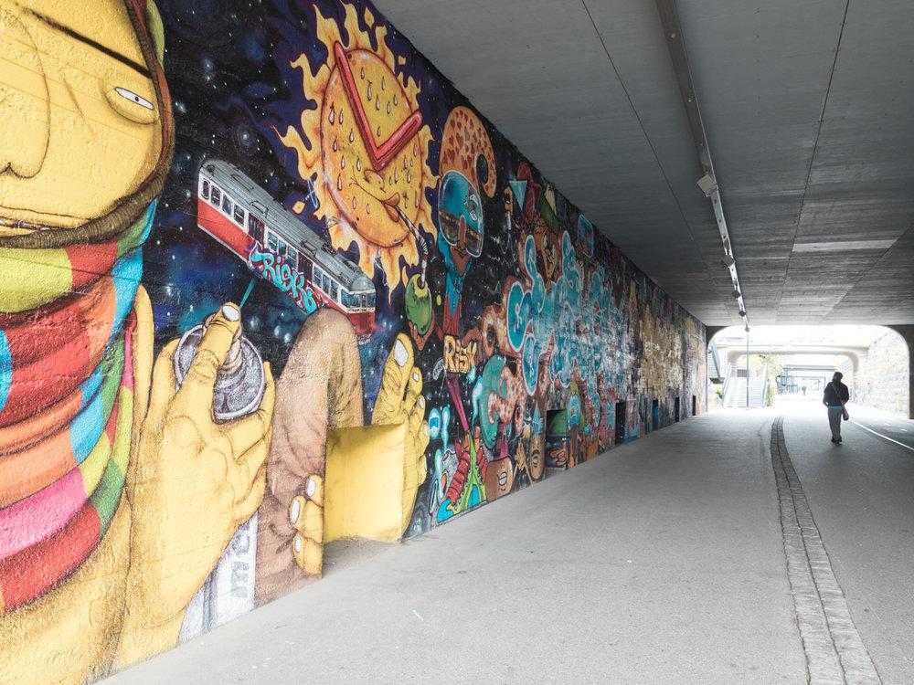 Street Art in Helsinki auf der Bana (Fahrrad Autobahn)