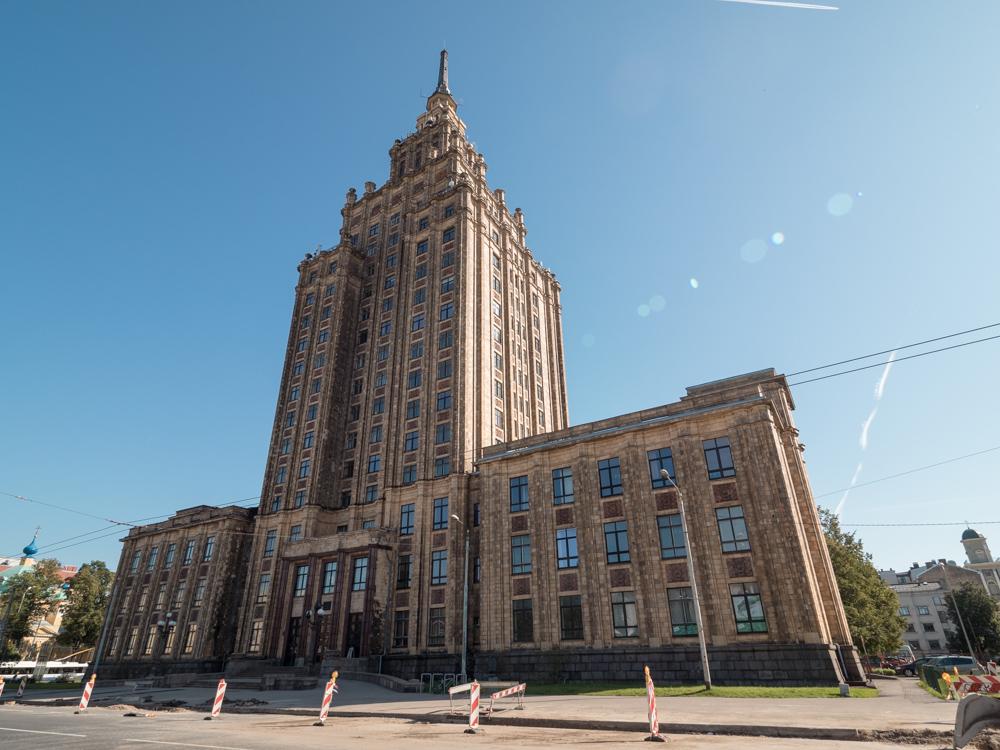 Das Cakehouse, früherer Sovjetbau, welcher heute eine Universität ist