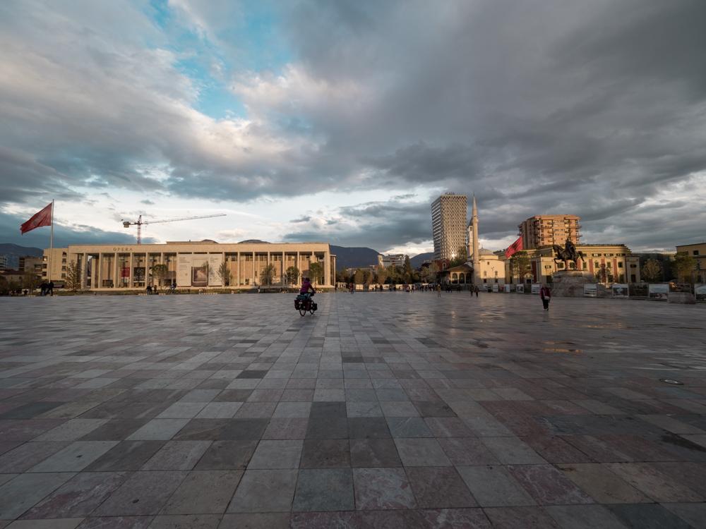 Auf dem Skanderbeg Platz