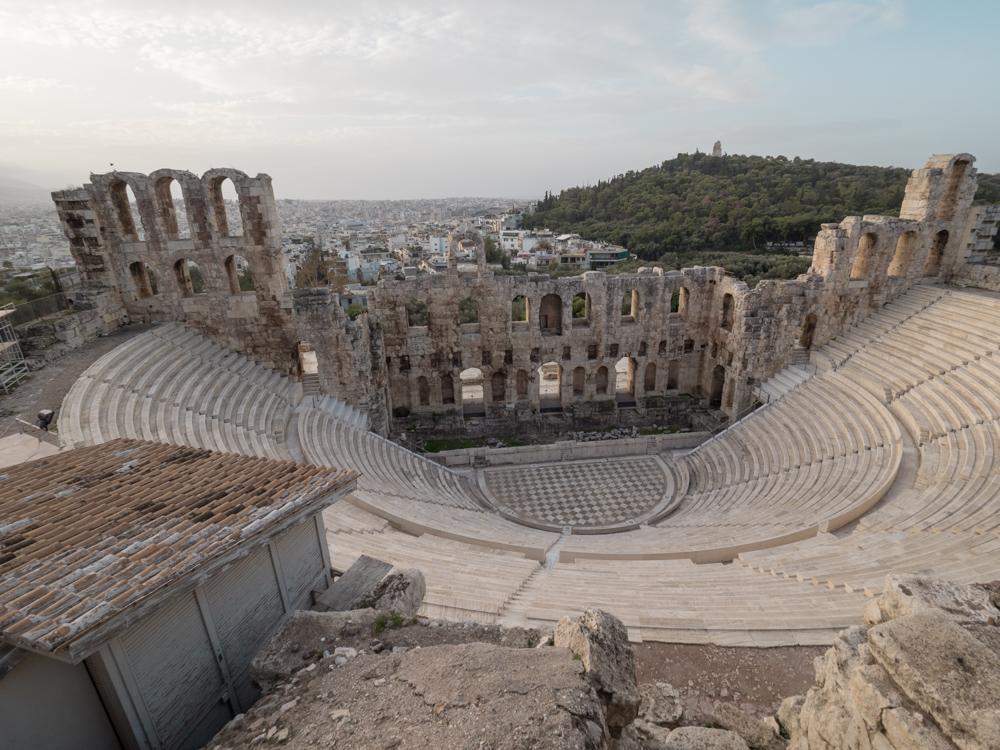 Das Theater des Herodes unterwegs zur Akropolis