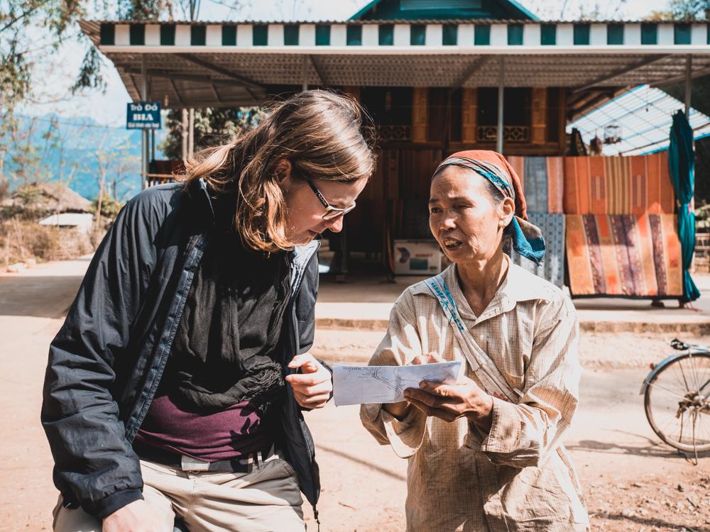 Diese Frau erklärt uns den richtigen Weg...auf vietnamesisch