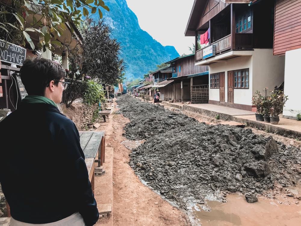 Die Strasse im Muong Ngoi wird neu gemacht
