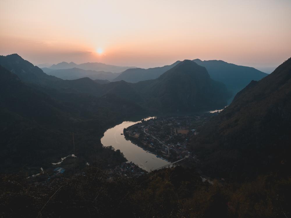 Der Aufstiegt auf den Aussichtsberg von Nong Khiaw hat sich mehr als gelohnt