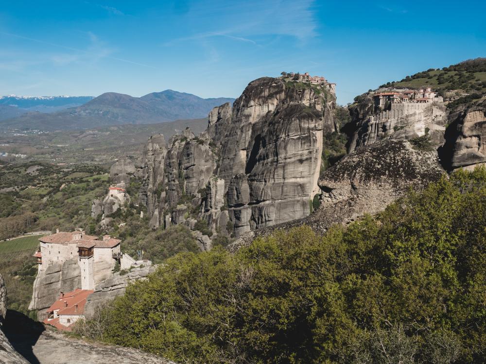 Blick auf drei Kloster von Meteora