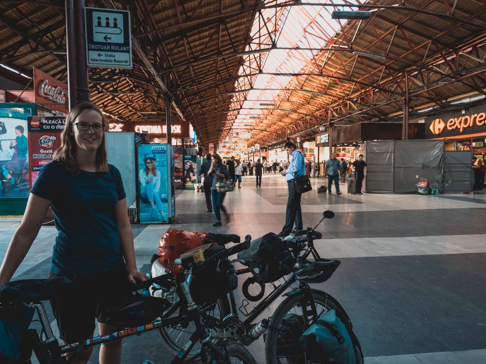 Ankunft am Bahnhof Bukarest