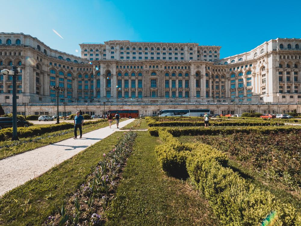Das zweitgrösste Amtsgebäude der Welt - nach dem Pentagon - wurde während dem Kommunismus errichtet