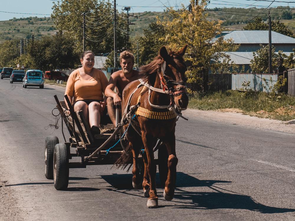 Ross und Wagen sieht man in Moldawien und Rumänien oft