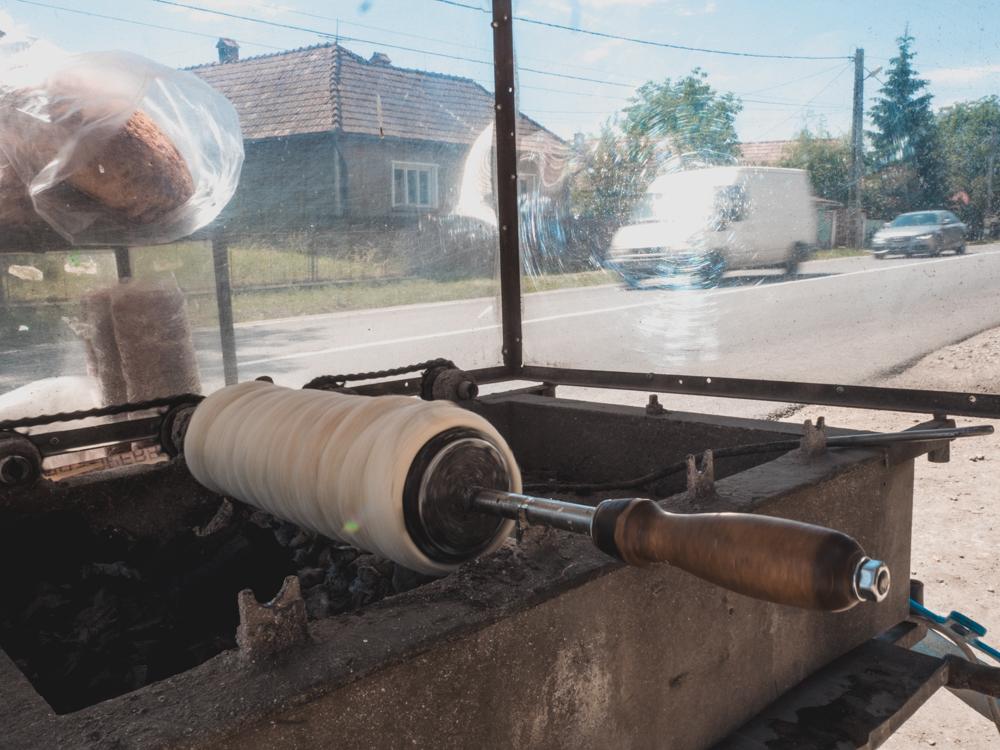 Kürtös (Baumstriezel), eine Spezialität der ungarischen Minorität hier