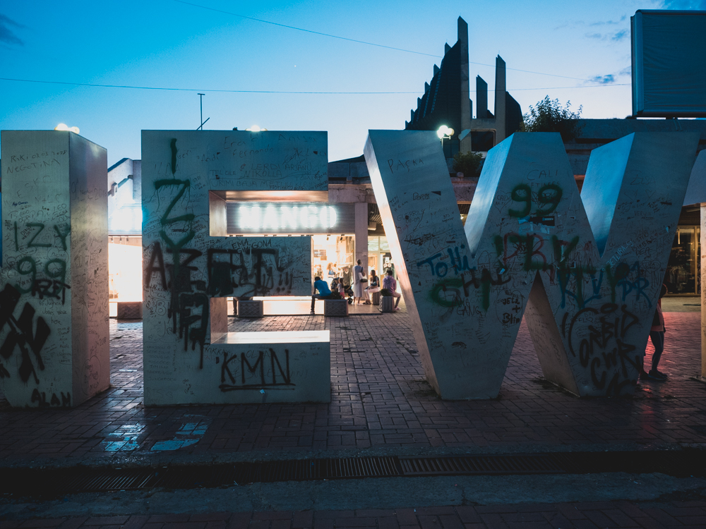Das Newborn Denkmal zu Kosovos Unabhängigkeit