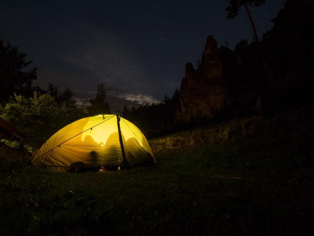 Unser Nachtlager dicht an den Felsen
