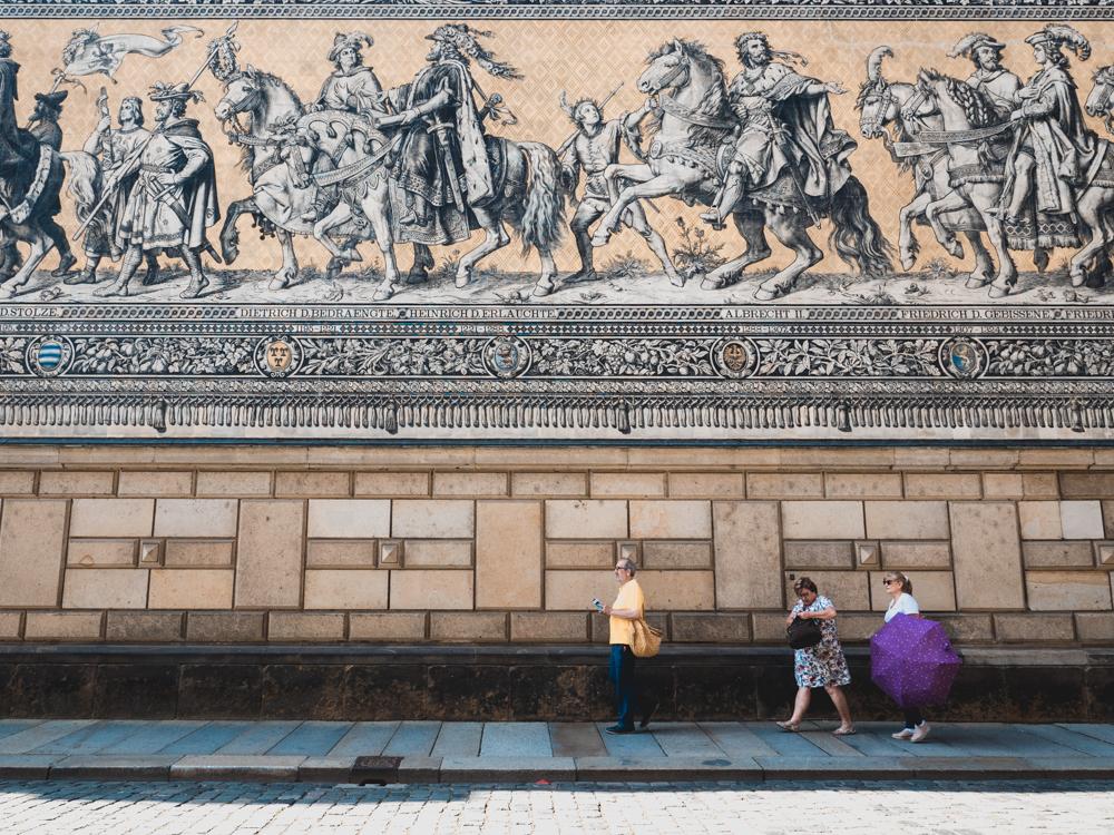 Sightseeing in Dresden: der Fürstenzug, seeehr imposant