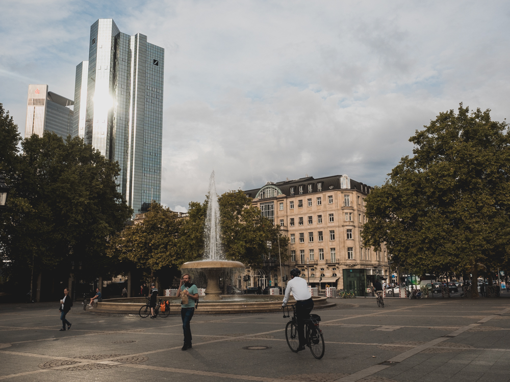 Business Leute mit dem Rad in Frankfurt