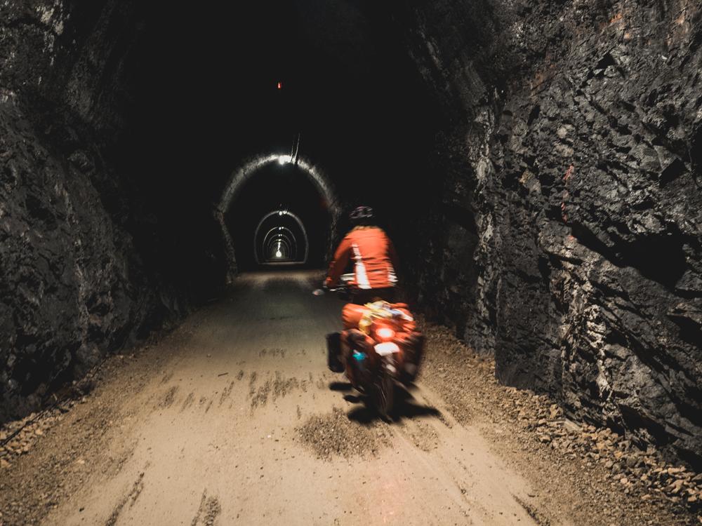 """Auf dieser """"Via verde"""" fahren wir durch zahlreiche Tunnels"""
