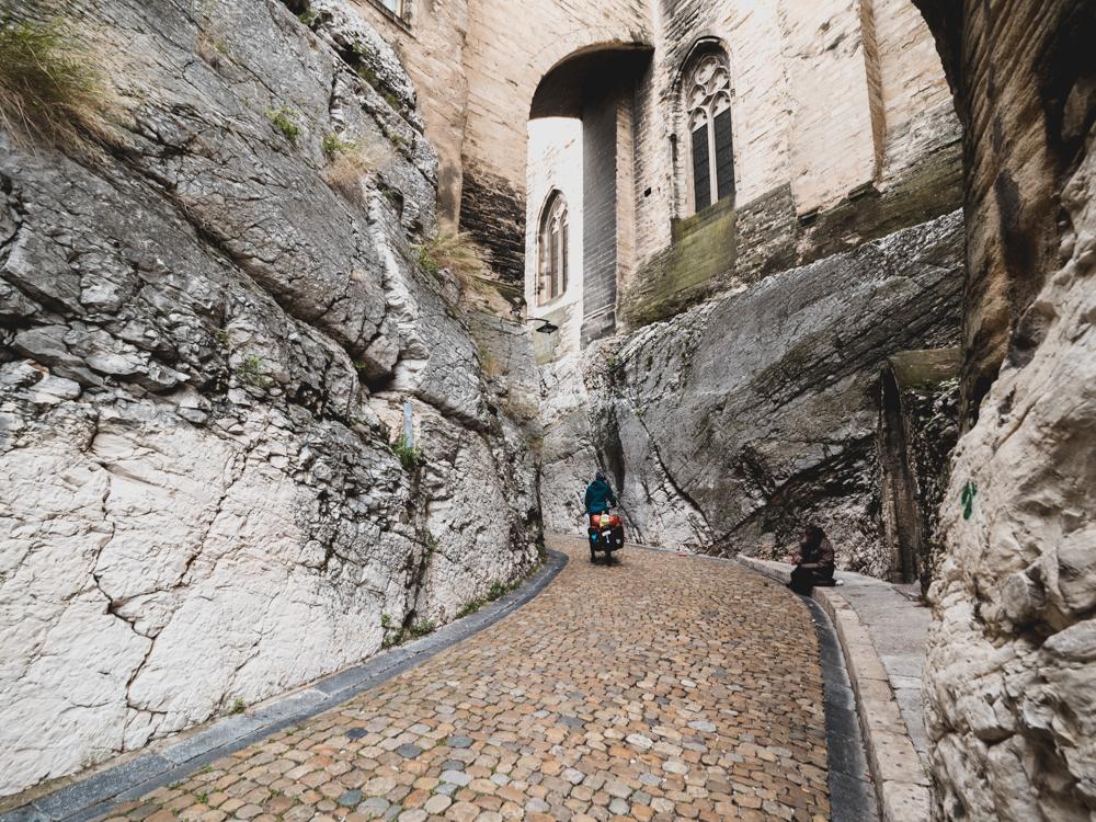Ankuft in der Altstadt von Avignon