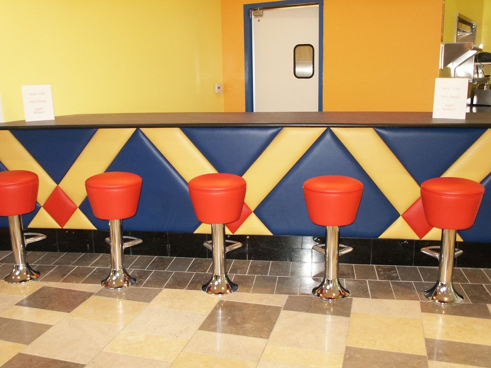 WallPanels_BarDie_BLSeating (32).jpg