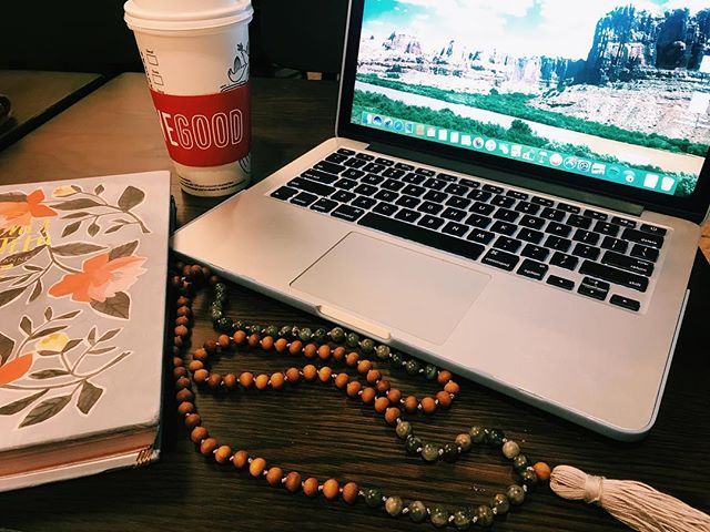 Finals season is upon us 🤓📝 Time to crack down and hit the books!  A mala is the perfect addition to your study routine. The gentle smell of sandalwood, and the ✨intention✨ your mala represents will help ground you through this stressful time 📿  Interested in learning more about this collection? Send me a note! I'd love to hear from you 💌