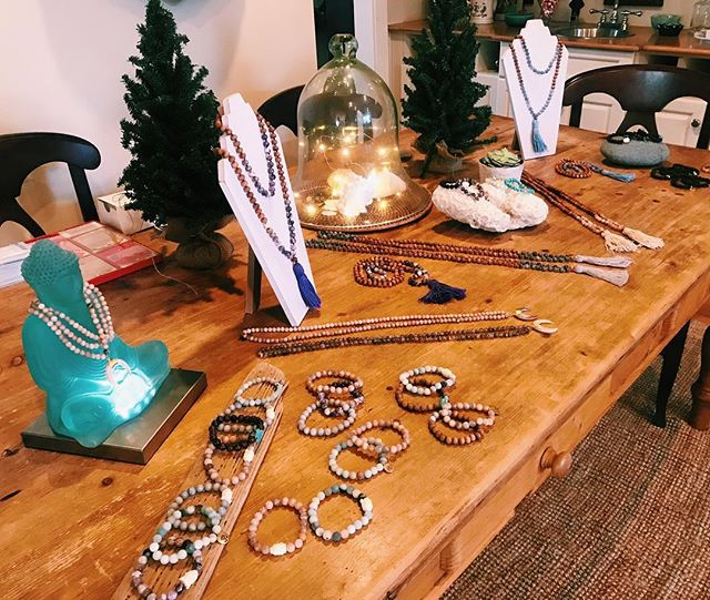 So excited to be hosting a tea and trunk show today with @lissiefb !!☕️📿💕 #saltandsouljewelry #mala #yogi #trunkshow